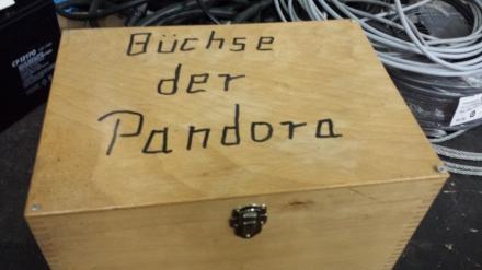 """Jens Berger: """"Die Büchse der Pandora wurde in den 1980er Jahren geöffnet, als marktgläubige Ideologen begannen, die Welt nach ihrer Vorstellung neu zu ordnen."""" Die verhängnisvolle Umverteilung von unten nach oben nahm ihren Lauf; Foto: Claus Stille"""