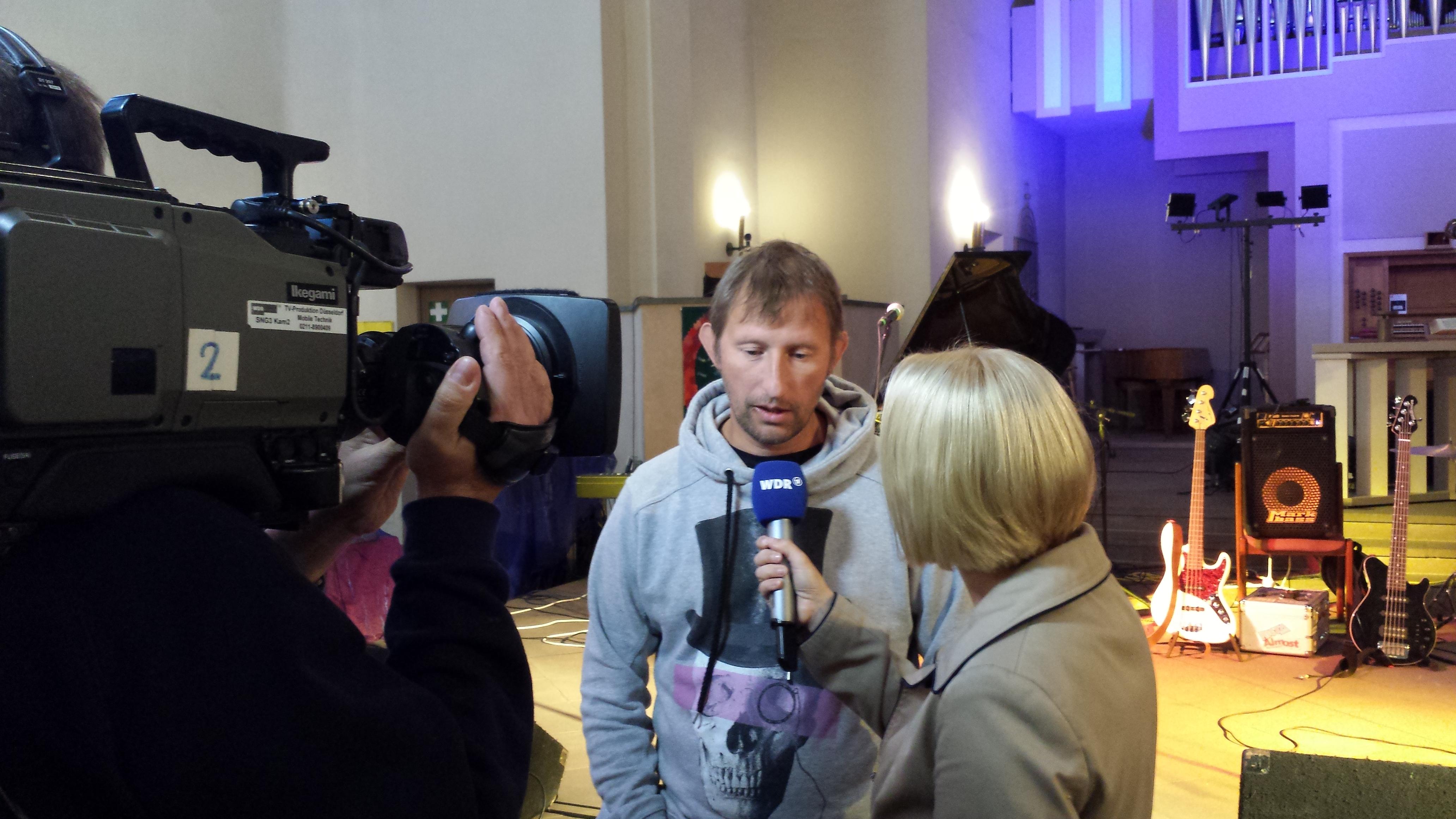 Heinz Ratz  (hier bei einem  WDR-Interview 2014) engagiert sich schon lange für die Belange von Flüchtlingen; Foto: C.-D. Stille