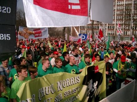 Die Massen sind nicht (wie hier beim Arbeitskampf von ver.di in Dortmund) so leicht zusammen zu bekommen, um einen wirklichen Politikwechsel zu befördern; Foto. C. - D. Stille