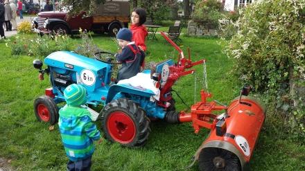 Dieser Mini-Traktor zog natürlich die kleinsten Gäste besonders magisch an.