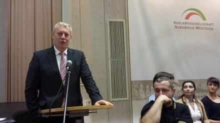 Der Dortmunder Stadtdirektor Jörg Stüdemann tritt für würdevolle Behandlung der Zuwanderer ein.