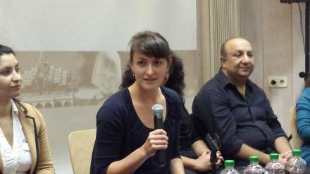 Moderatorin Johanna (WDR) hat sich an der Uni mit Roma und Sinti befasst.