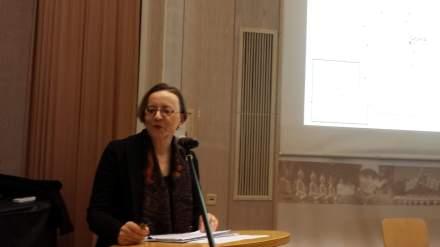 Die deutsche Botschafterin Angelika Renate Storz-Chakarji während ihres Vortrages an der Auslandsgesellschaft NRW in Dortmund; Foto: C.-D. Stille