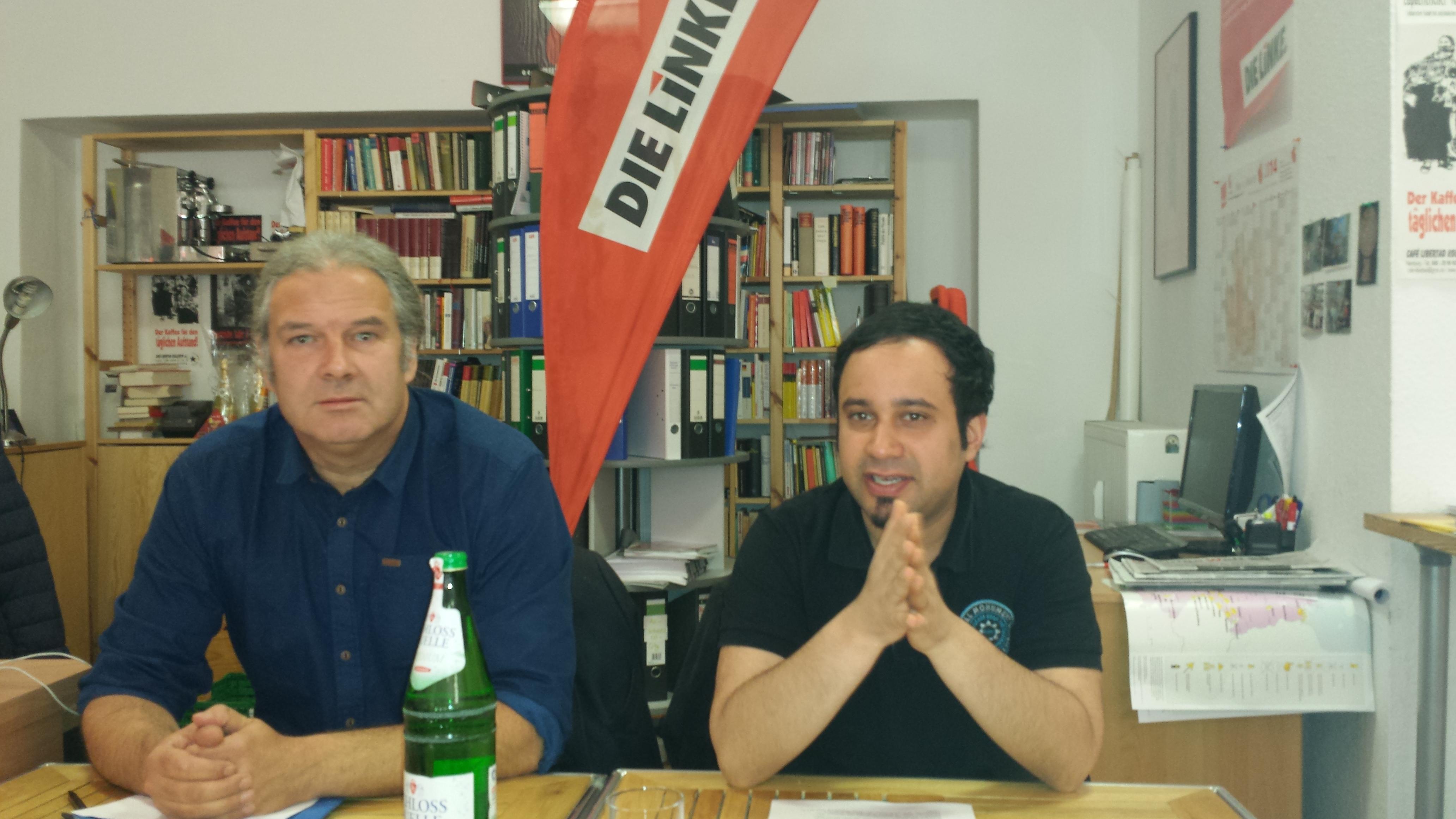 """Politischer Frühschoppen zum Thema """"Ukraine-Krise"""". Andrej Hunko (links) referierte. Niema Movassat (rechts im Bild) moderierte die gut gesuchte Veranstaltung letzten Sonntag; Foto: C.-D. Stille"""