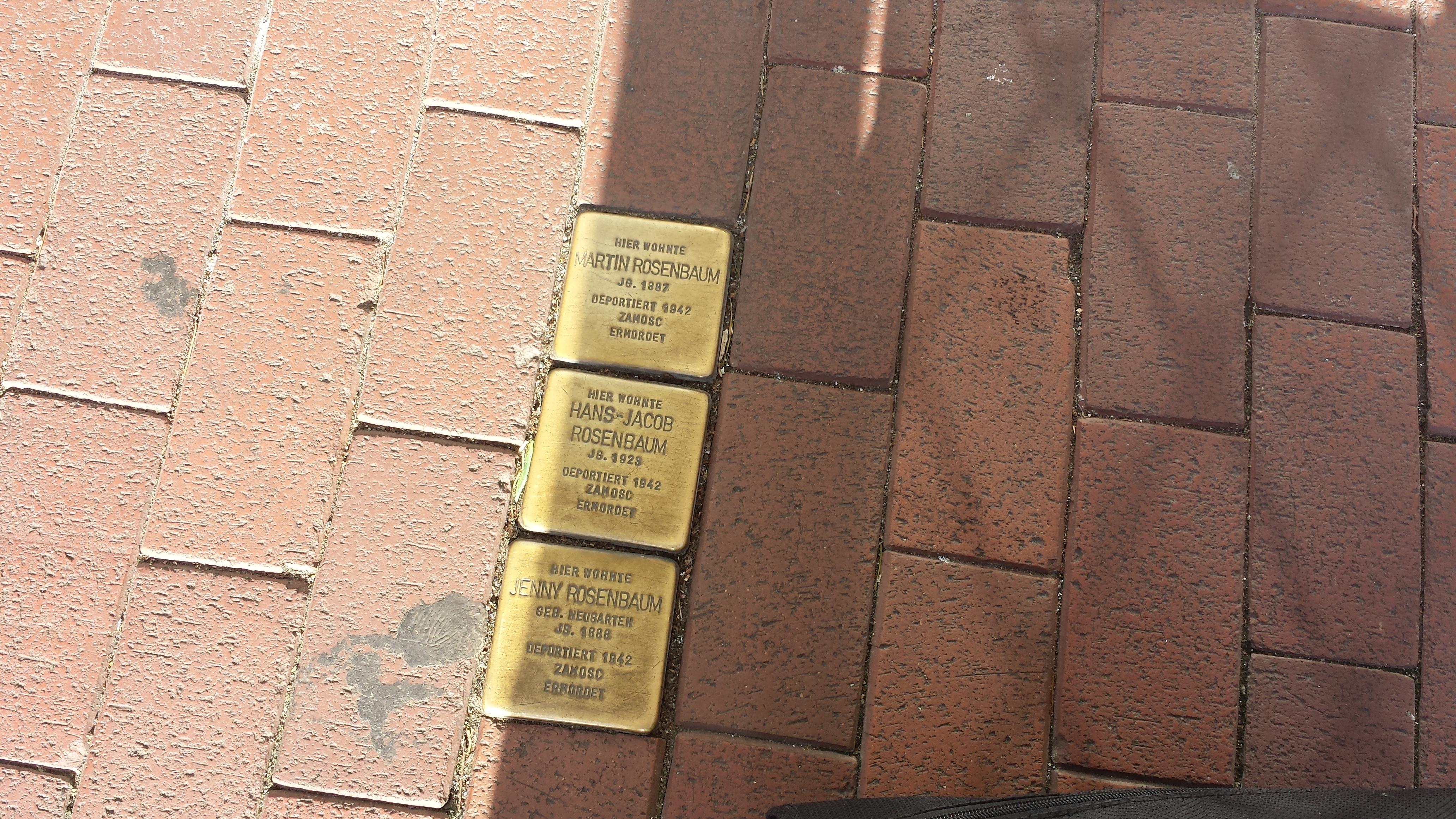 Stolperstein in Dortmund-Hombruch. Während woanders - auch in Erfurt - an die Reichspogromnacht der Nazis am 9. November 1938 erinnert wurde, rief ein thüringer  CDU-Mann zu einem Umzug gegen die LINKE und Bodo Ramelow ein; Foto: Stille