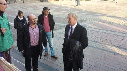 Ingo Meyer (links) im Gespräch mit dem Dortmunder Stadtdirektor Jörg Stüdemann (rechts)