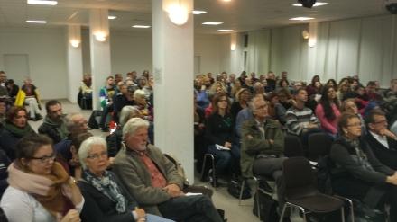 200 interessierte Bürgerinnen und Bürger wollten den Vortrag von Lamya Kaddor hören.