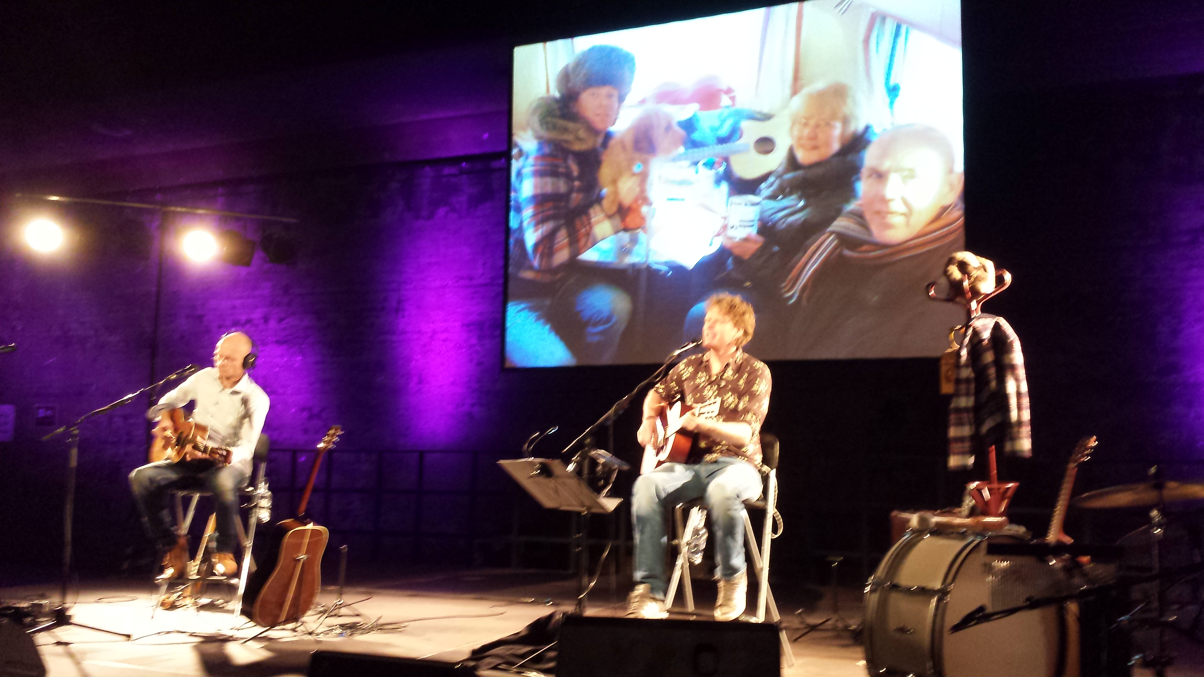 Tjerk Ridder (links), musikalisch begleitet von Mattijs Spek (links)
