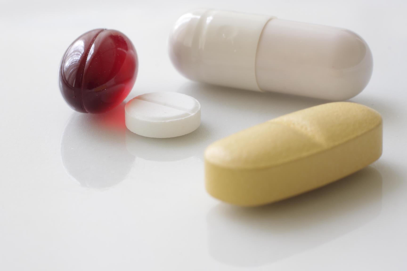 Bittere Pillen für das Gesundheitssystem; Fotot: segovax via Pixelio.de