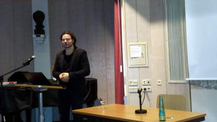 Alexis Passadakis während seines Referats in der Auslandsgesellschaft Dortmund; Foto: Stille