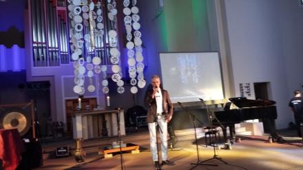 Ein hervorragender Gastgeber und Moderator: Pastor Friedrich Laker.