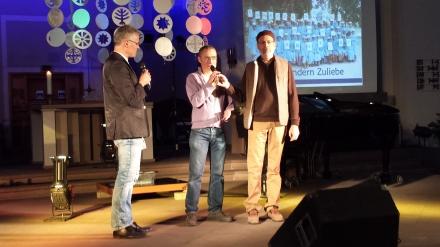 Sheikh Din (rechts) und Interviewer Friedrich Laker (links). In der Mitte der Übersetzer.