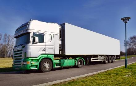 """Die Transportbranche wächst stark. Die Bezahlung der """"Fahrarbeiter"""" ist meist mies; Foto: Andreas Hermsdorf via Pixelio.de"""