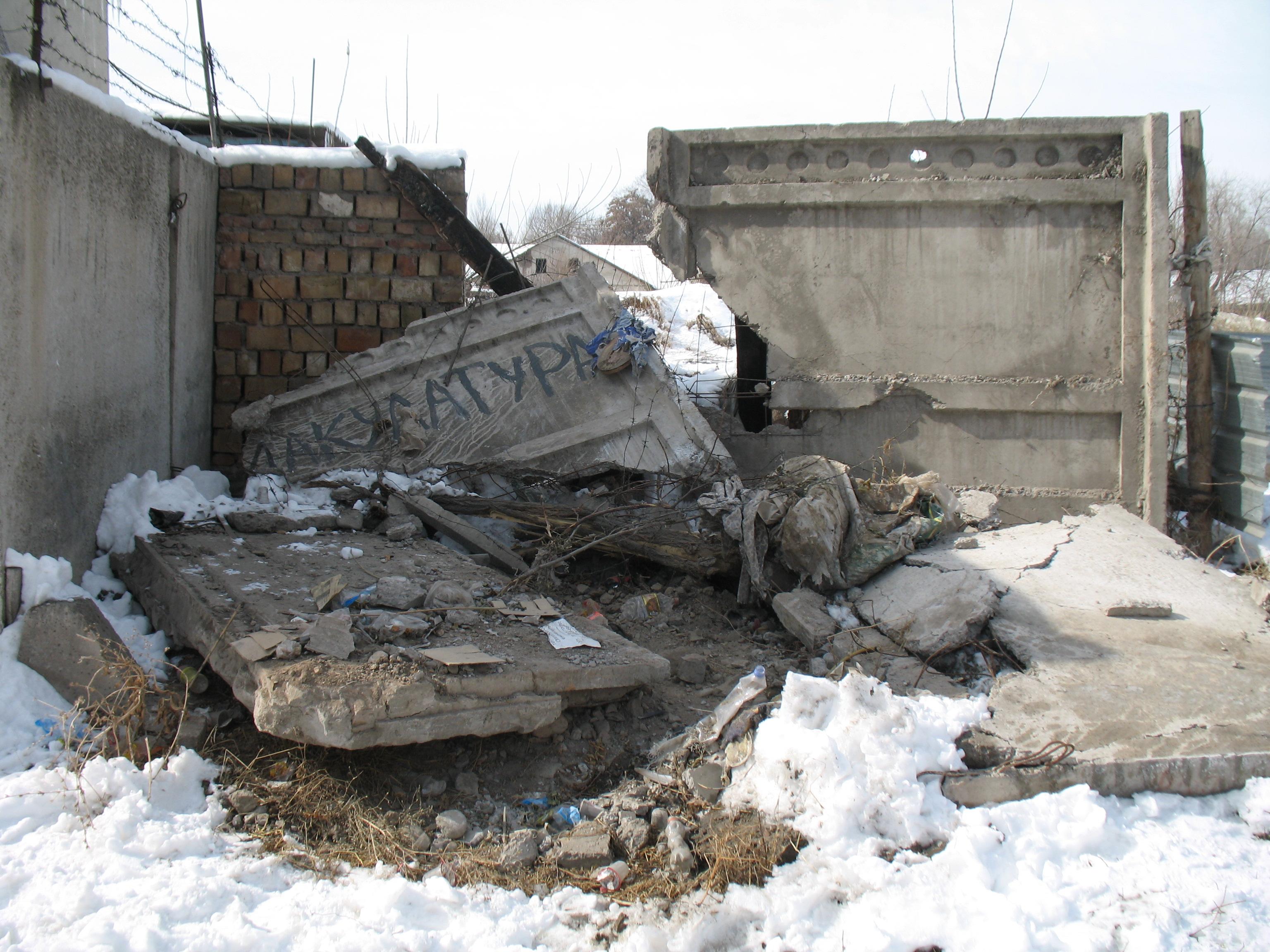 Schlimmer als die Zerstörung von Häusern im Krieg sind die seelischen Zerstörungen der Menschen und bleibende Traumata; Foto: Henning Hraban Ramm  via Pixelio.de