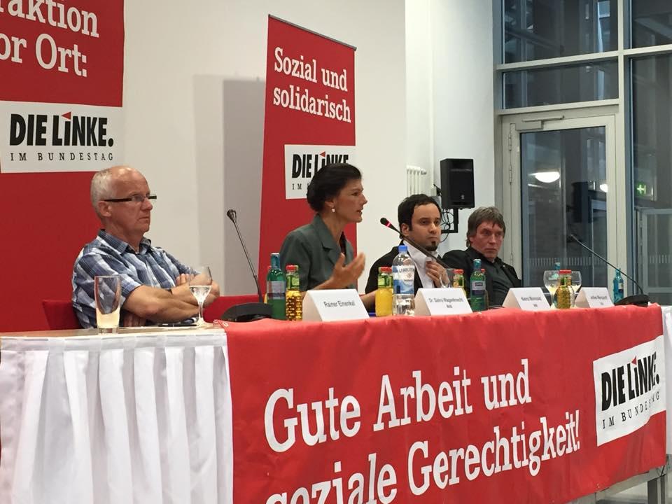 Auf  dem Podium u.a. Rainer Einenkel, Sahra Wagenknecht und Niema Movassat (v.l.nr.)