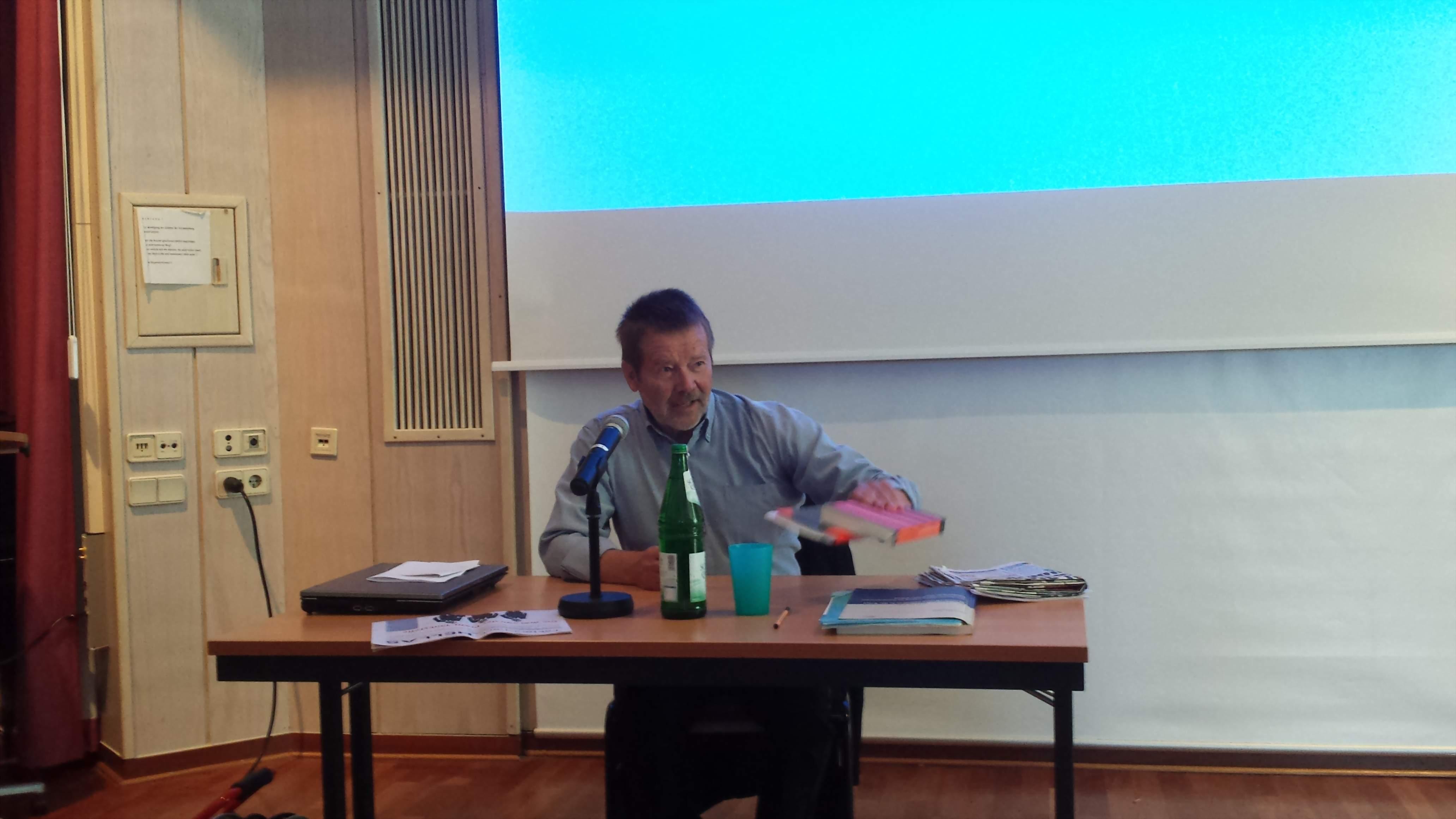 Wolfgang Lieb referierte an der Auslandsgesellschaft Dortmund; Foto: Claus-D. Stille