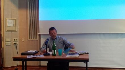 Wolfgang Lieb, der Herausgeber der NachDenkSeiten während seines Referats in Dortmund; Foto: Claus-Dieter Stille
