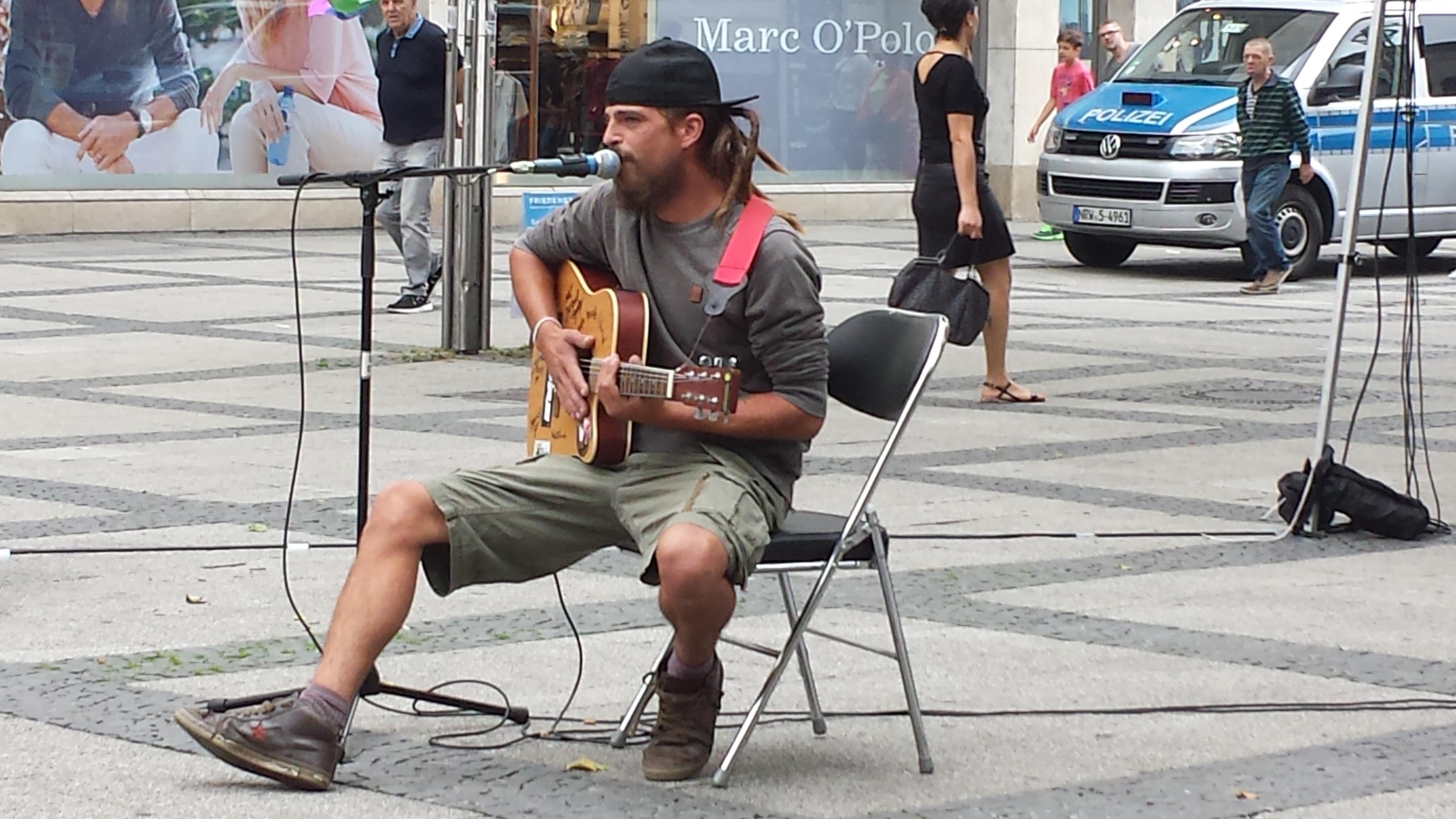 René Rebell, ein weiterer Musiker an diesem langen Samstag in Dortmund.