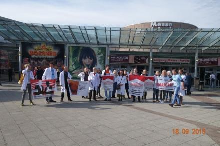 Protest vor dem Messeort in Dortmund; Foto: Forum Rauchfrei