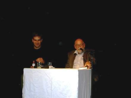 Professor Wolfgang Wippermann (rechts) neben Moderator Bastian Pütter; Foto: C.-D. Stille