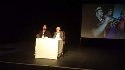Der Historiker Wolfgang Wippermann (rechts) beim 2. Roma Kulturfestival in Dortmund mit Moderator Bastian Pütter (links), Foto: C.-D. Stille