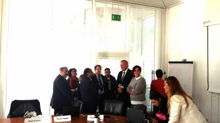 Herzliche Begrüßung des türkischen Parlamentsabgeordneten Özcan Purcu (3. v. rechts) durch den Dortmunder Stadtdirektor Jörg Stüdemann (5. v. rechts); Fotos (2): C.-D. Stille