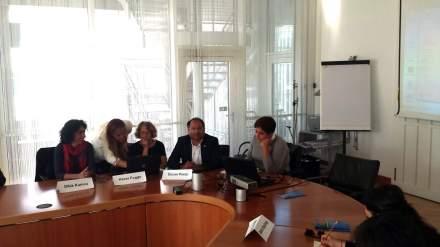 Gäste des Abends u.a. Dilek Kumcu (Rechtsanwältin und Mitarbeiterin von Özcan Purçu ), Hacer Foggo, Özcan Purçu (v.l.n.re)