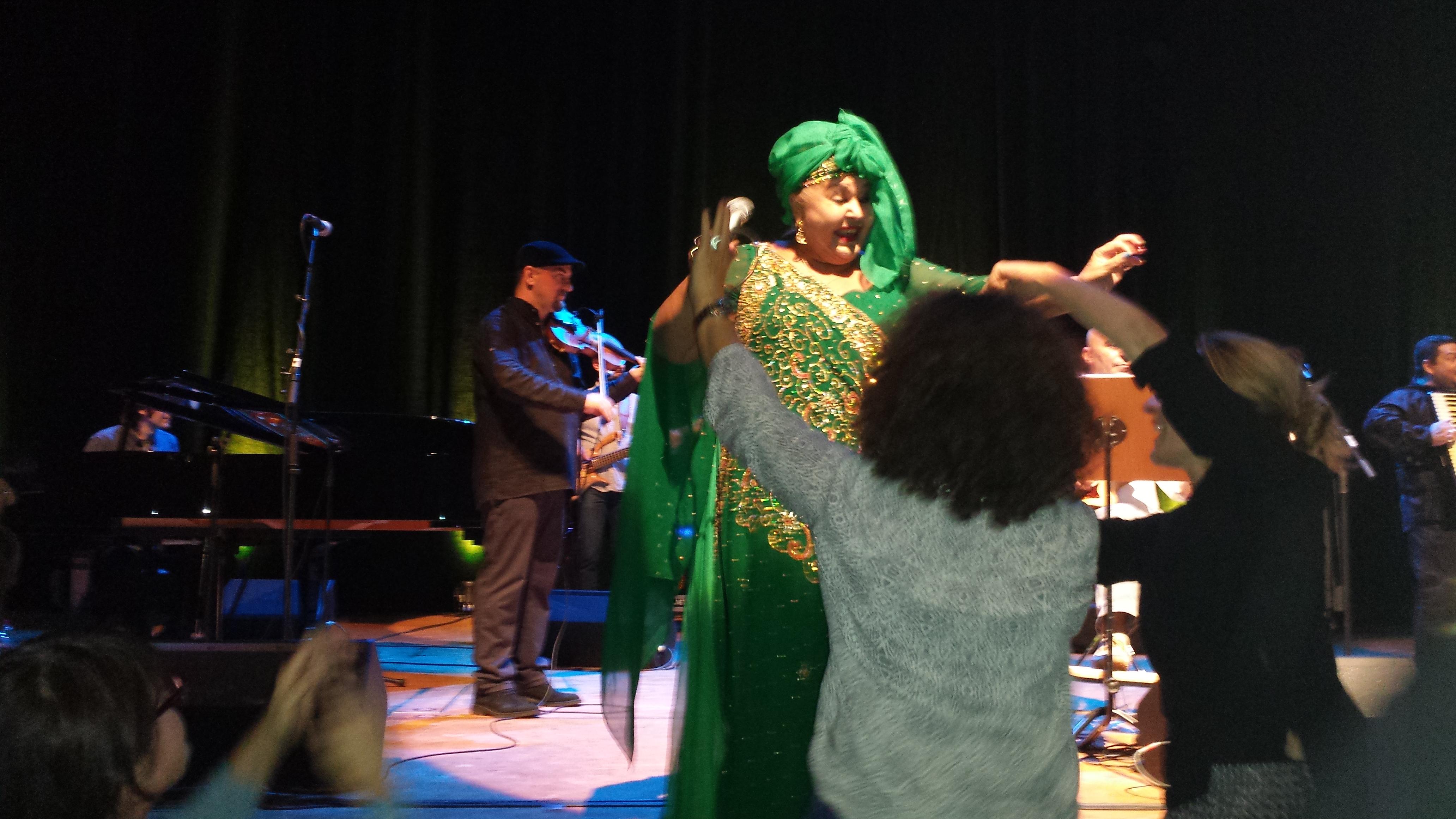 Begeisterte zum Abschluss des 2. Roma-Kulturfestival in Dortmund: Esma Redzepova, die Köinigin der Roma-Musik; Foto: Claus Stille