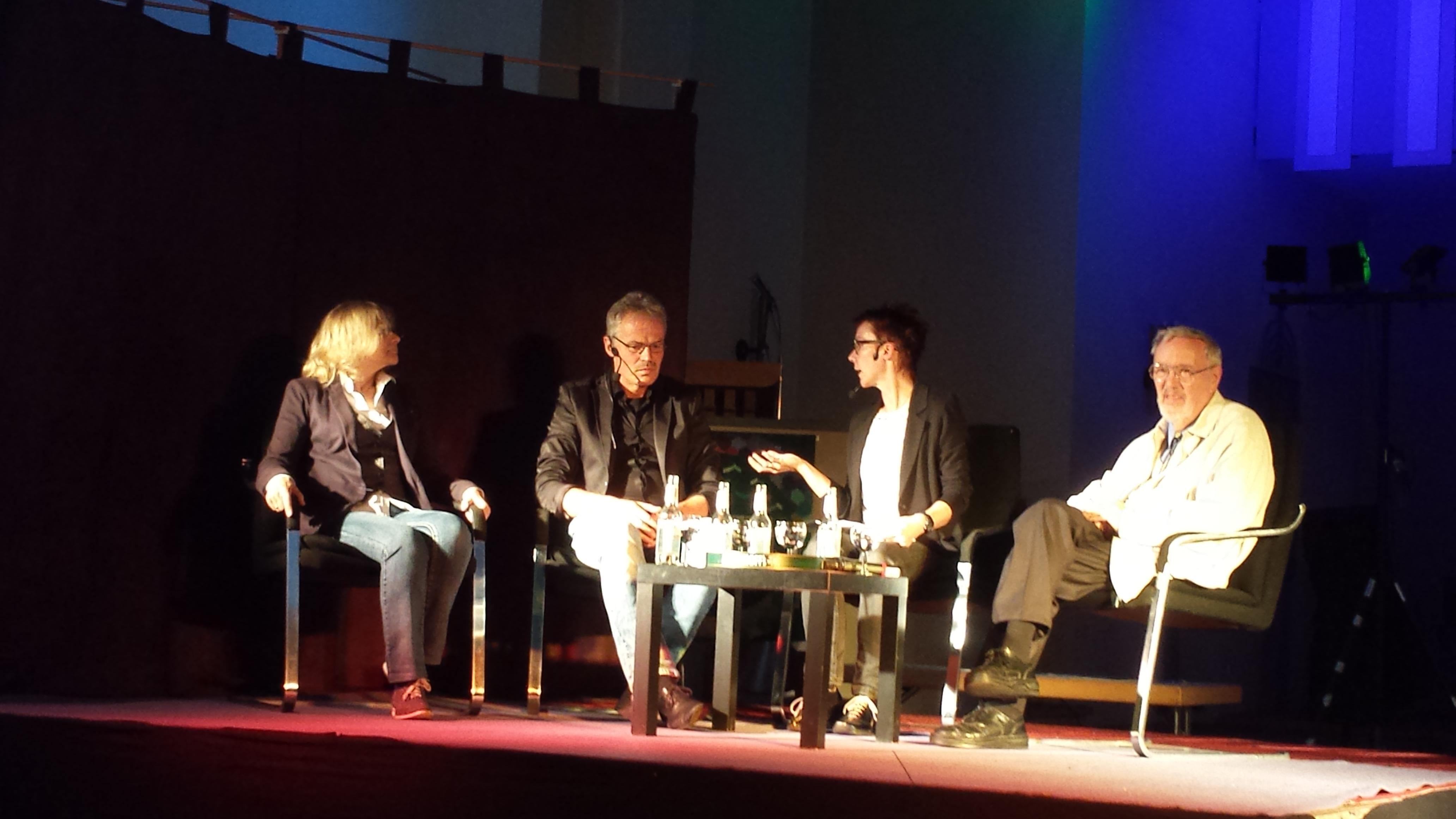 Sprachen am Sonntag in der Dortmunder Pauluskirche über Sterbehilfe (von links nach rechts) Dr. Christa Rogge, Pastor Friedrich Laker, Anja Rogge (Moderation) und Prof. Dr. Franco Rest; Fotos (2): C.-D. Stille