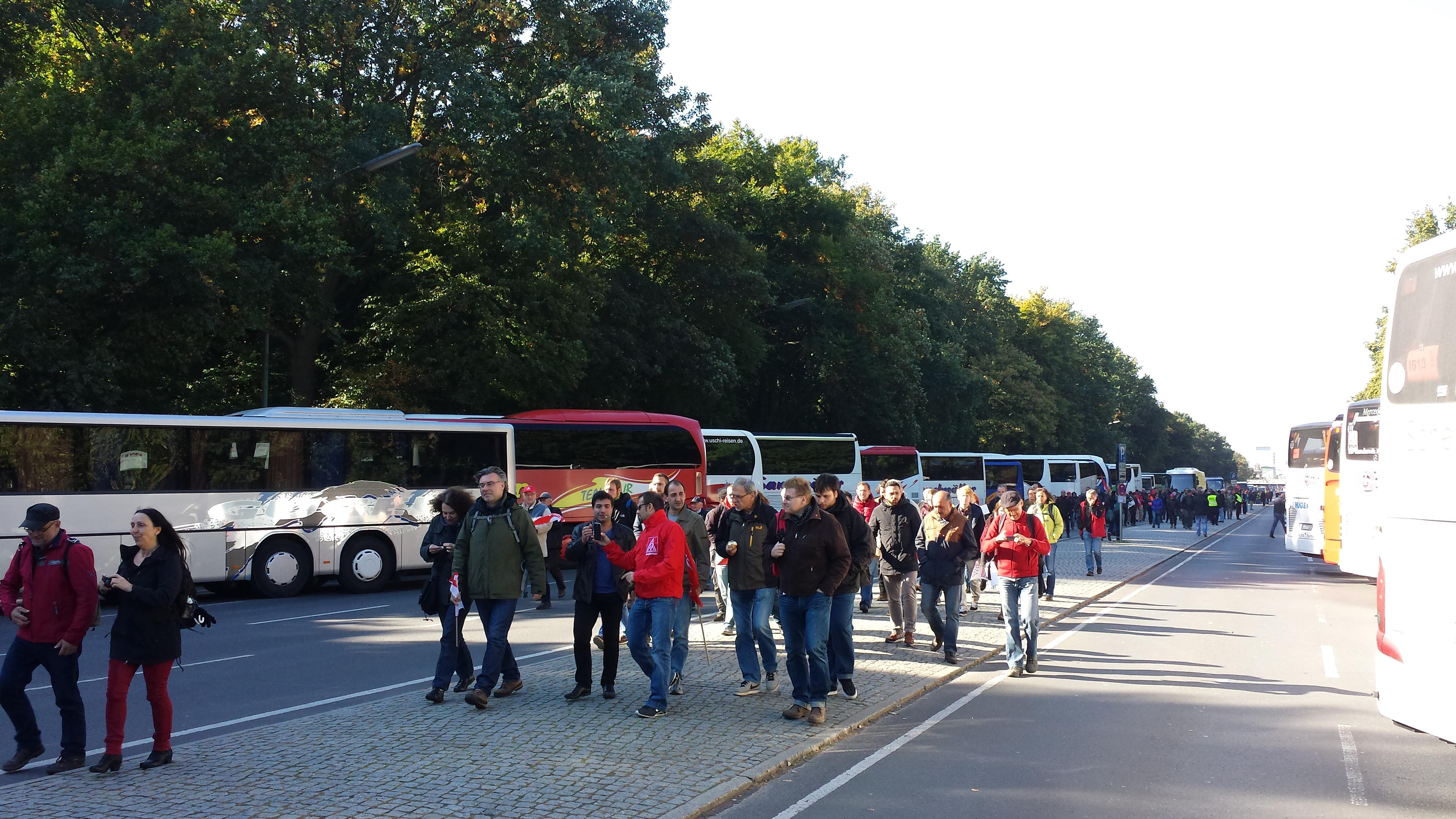 Weit über 500 Charterbusse und mehrere Sonderzüge hatten Demonstranten aus ganz Deutschland nach Berlin befördert.