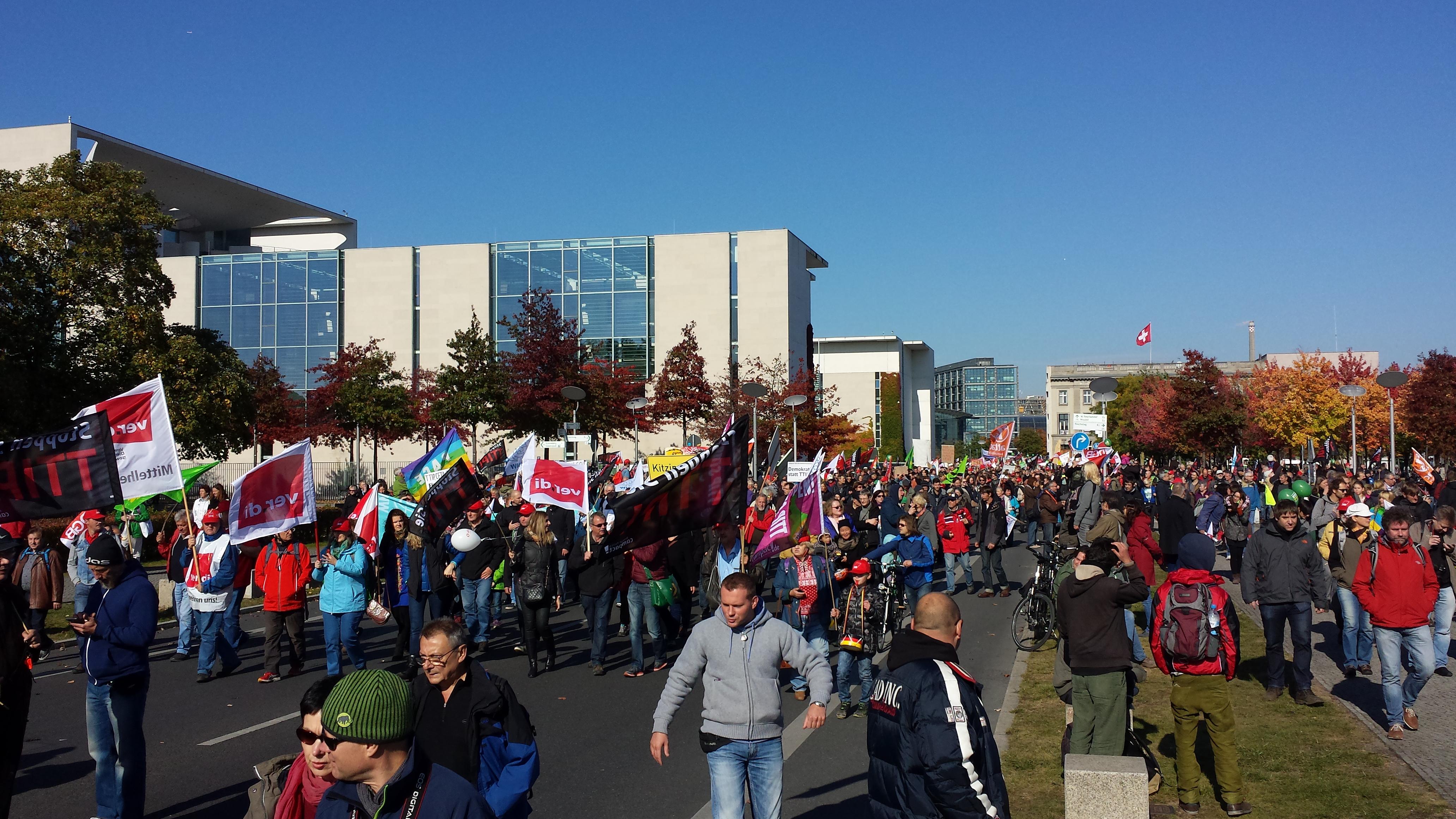 Selbst am Dienstsitz von Mama Merkel strömten die Demonstranten vorbei.