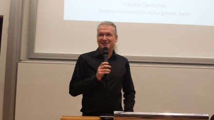 Sprach das Grußwort: Prodekan Prof. Dr. Marcel Hunecke.