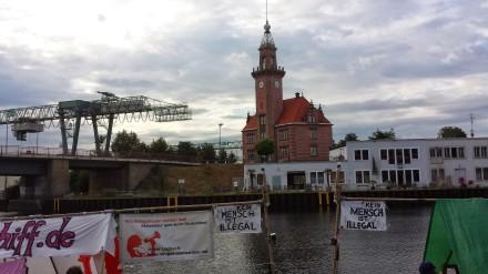 Heinz Ratz landete vor einiger Zeit mit seiner Aktion www.fluchtschiff im Dortmunder Hafen an. Es ging hier speziell um weibliche Flüchtlinge; Foto: C.-D. Stille