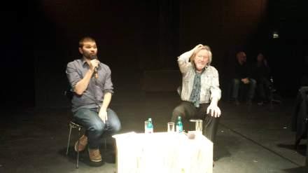 Klaus Theweleit (rechts) mit dem Dortmunder Dramaturgen Alexander Kerling bei der Lesung in der Reihe Blackbox des Schauspiel Dortmund; Foto: C.-D. Stille.