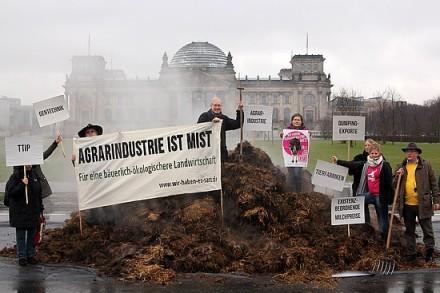 Agrarindustrie ist Mist; Foto/Quelle: Volker Gehrmann/Wir haben es sat.