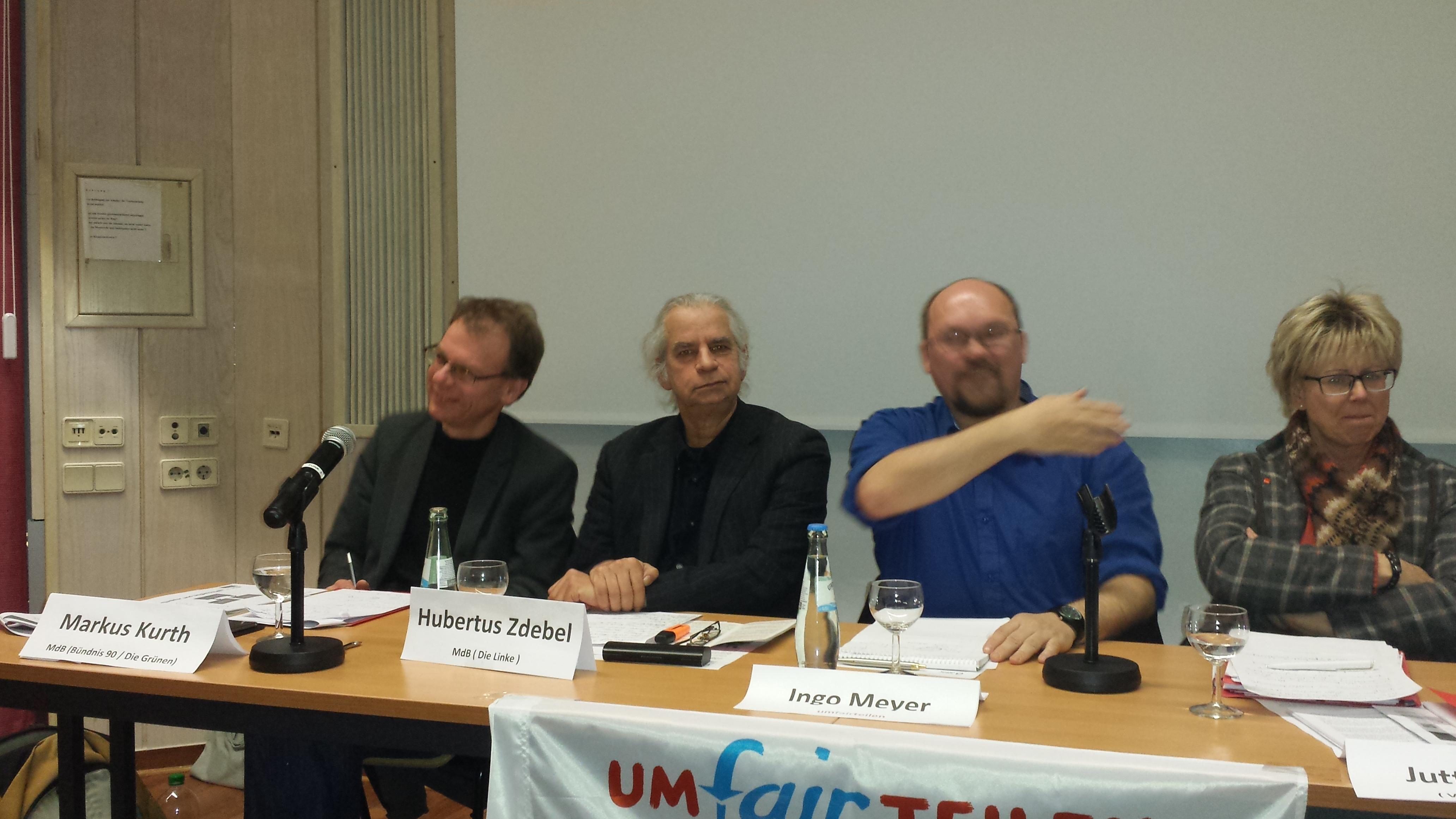 Auf dem Podium: Markus Kurth, Hubertus Zdebel, Ingo Meyer (Koordinator Bündnis für UMfairtTEILEN Dortmund und Jutta Reiter (von links nach rechts); Fotos: Claus Stille