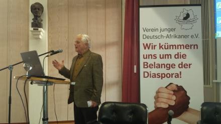 Ein Grußwort hielt Dr. Klaus Gelmroth von der Deutsch-Afrikanischen Gesellschaft; Fotos: C.-D. Stille