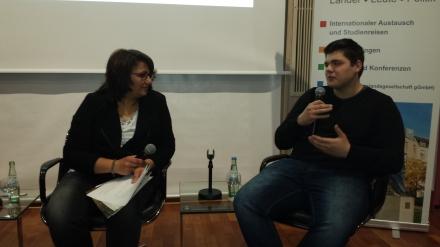 Moderatorin Ismeta Stojković im Gespräch mit Leon Berisa (links).