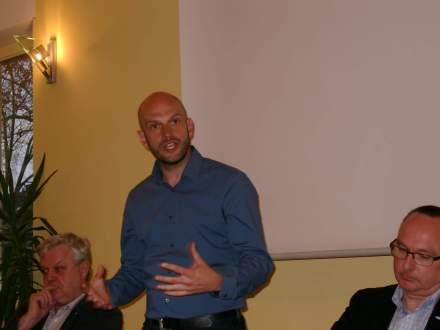 Marco Bülow bei seinem Eingangsstatement; Fotos: Claus-Dieter Stille.