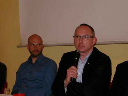 Gunther Niermann (rechts) vom Paritätischen legte seine Sicht zum Thema wachensende Ungleichheit dar.
