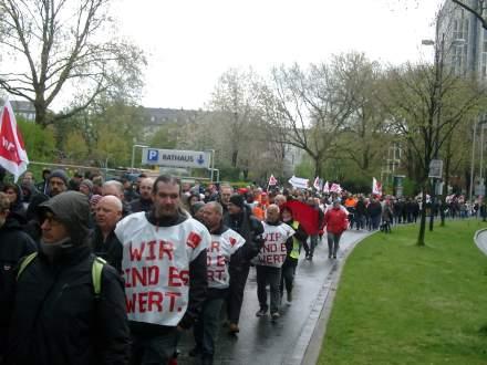 8000 GewerkschafterInnen marschierten heute zum Dortmunder Friedensplatz, um ihren Forderungen Ausdruck zu verleihen; Fotos: C.-D. Stille