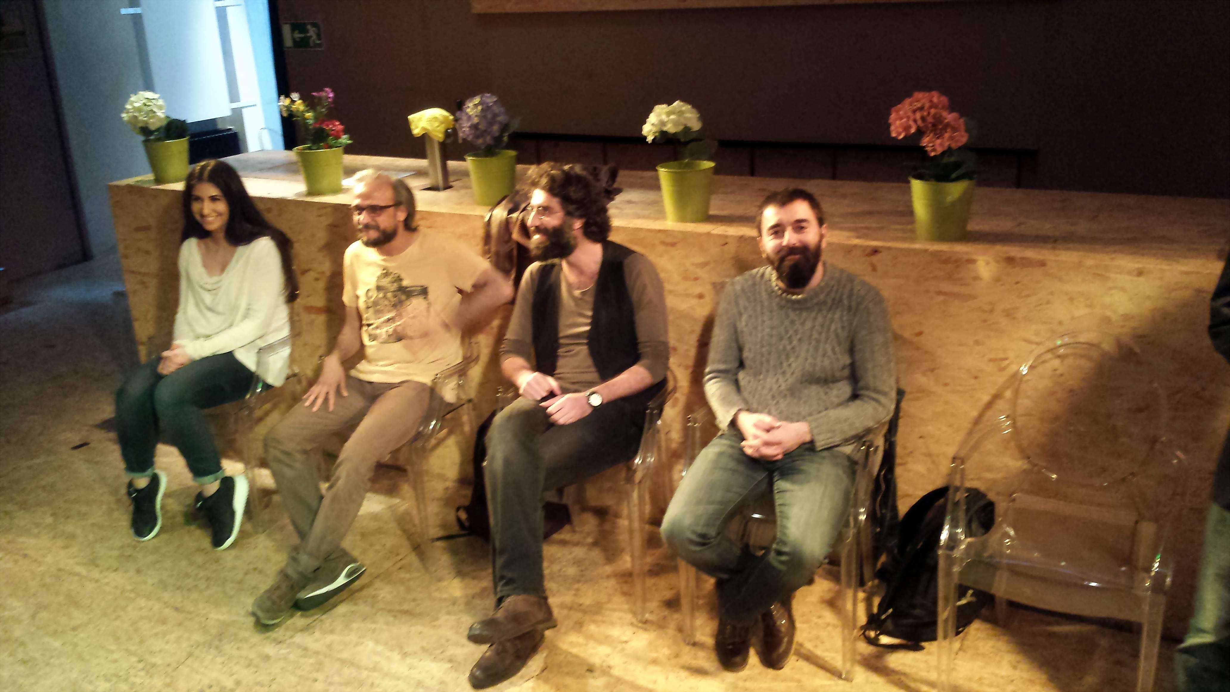 Gesprächsrunde im Anschluss an die Aufführung. Cem Uslu, Mirza Metin, Sermit Yeşil und die Dolmetscherin (v.r.n.l.); Foto: C.-D. Stille