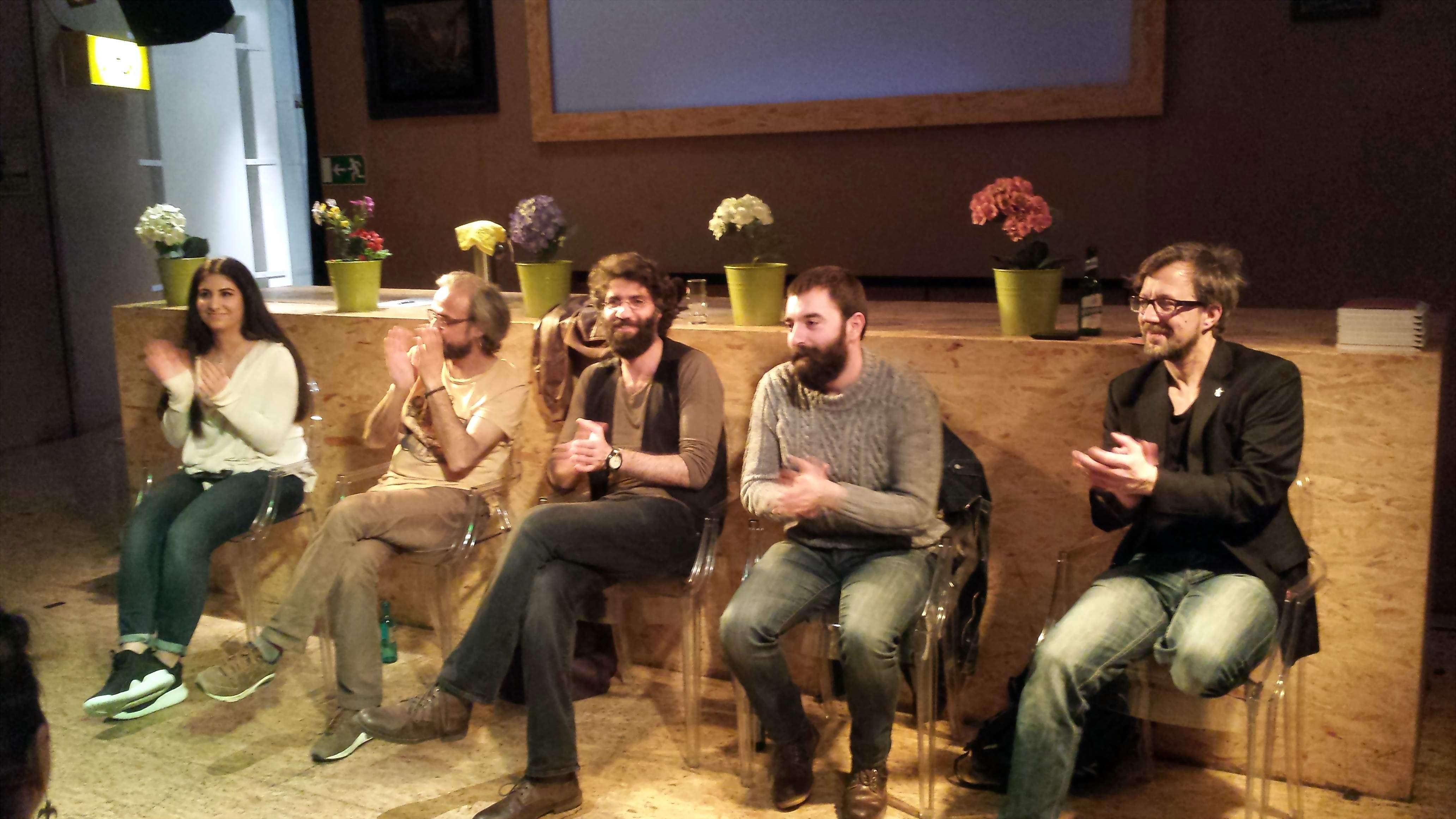 Leitender Dramaturg des SchauspielDortmund (ganz rechts in der Runde) informierte in eigner Sache; Foto: C.-D. Stille