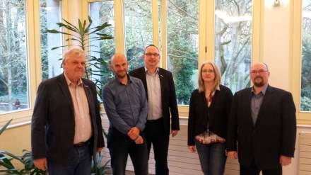 Sprachen in Dortmund über Ungleichheit: Andreas Gora (AWO), Marco Bülow (MdB SPD), Gunther Niermann (Paritätischer), Renate Lanwert-Kuhn (KAB) und Ingo Meyer (Bündnis für Umfairteilen); v.l.n.r.