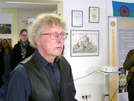 Prof. Dr. Staubach spricht über das Projekt.