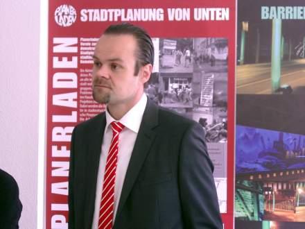 Herr Schenk, Vertreter der Sparkasse Dortmund.