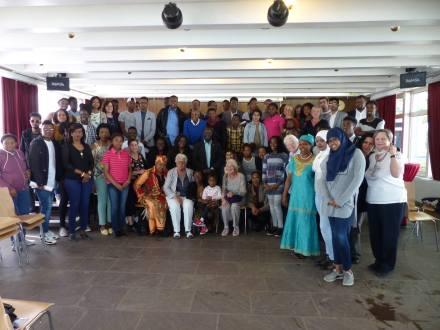 Gruppenbild mit MdB Dr. Karamba Diaby (Mitte); Foto: Africa Positive.