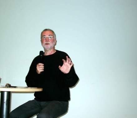 PD Dr. Jochen Hippler.