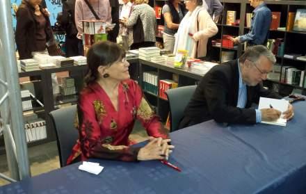 Claudia Amm und Günter Lamprecht während der Signierstunde im Buchshop der Ruhrfestspiele Recklinghausen; Fotos (3) C.-D. Stille
