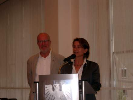 Christa Morgenrath und Gerhardt Haag (links) zum Theaterprojekt.